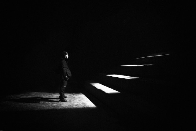 3 tips chụp ảnh trắng đen hớp hồn như Selena Gomez: Dễ chơi dễ trúng thưởng, deep hết phần thiên hạ - Ảnh 3.
