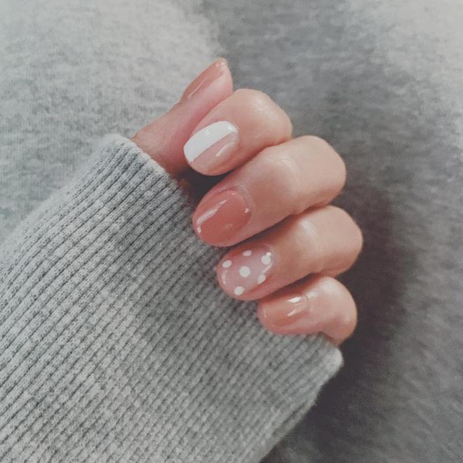 Để Tết này thêm chanh sả, bạn hãy bắt chước ngay những mẫu nail sang xịn từ loạt sao châu Á sành điệu - ảnh 19