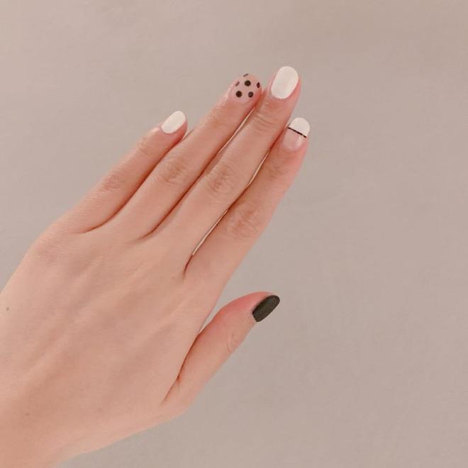 Để Tết này thêm chanh sả, bạn hãy bắt chước ngay những mẫu nail sang xịn từ loạt sao châu Á sành điệu - ảnh 20