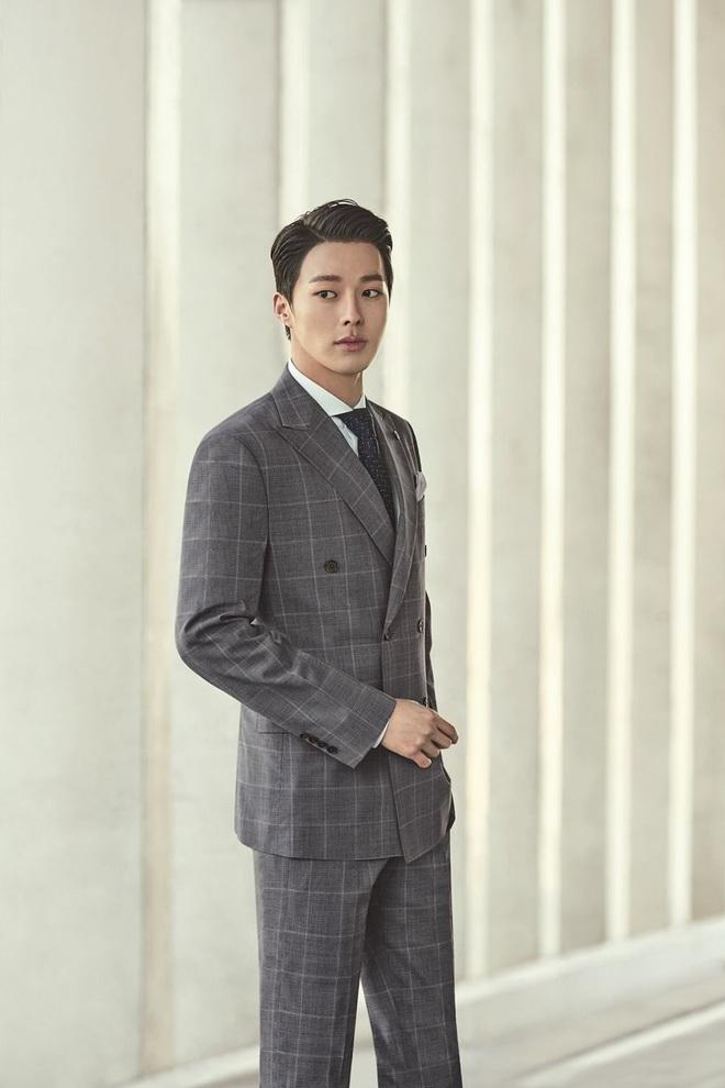 Ma cà rồng Lee Soo Hyuk dắt trai trẻ Jang Ki Yong tái xuất phim mới: Trinh thám giật gân hay đam mỹ trá hình? - ảnh 1