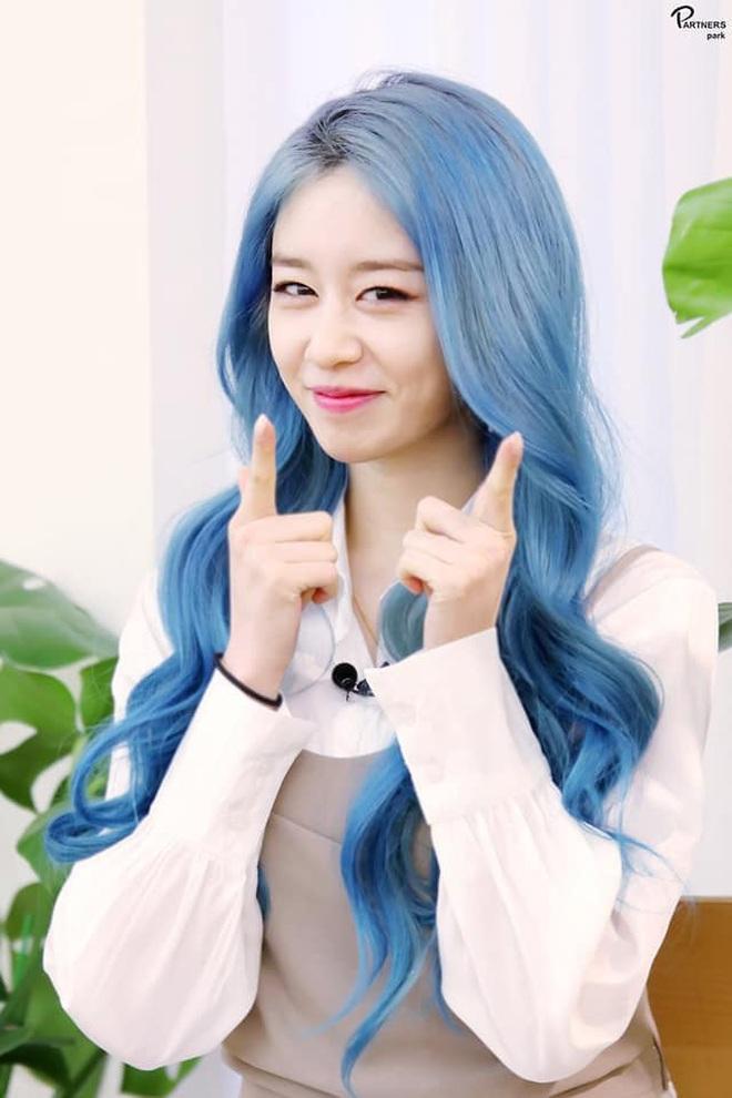 Tung bộ ảnh tóc xanh đẹp xuất thần, Jiyeon gây sốt MXH, khiến dân tình tiếc nuối: Biết thế nhuộm tóc xanh chơi Tết - ảnh 15