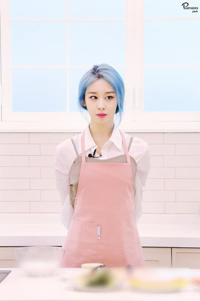 Tung bộ ảnh tóc xanh đẹp xuất thần, Jiyeon gây sốt MXH, khiến dân tình tiếc nuối: Biết thế nhuộm tóc xanh chơi Tết - ảnh 12