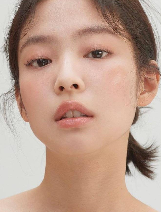 Jennie xinh đẹp mơn mởn với kiểu makeup quả đào khiến Rosé, Trà Long, Khánh Linh phải xuýt xoa - ảnh 3