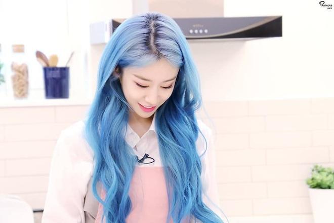 Tung bộ ảnh tóc xanh đẹp xuất thần, Jiyeon gây sốt MXH, khiến dân tình tiếc nuối: Biết thế nhuộm tóc xanh chơi Tết - ảnh 13