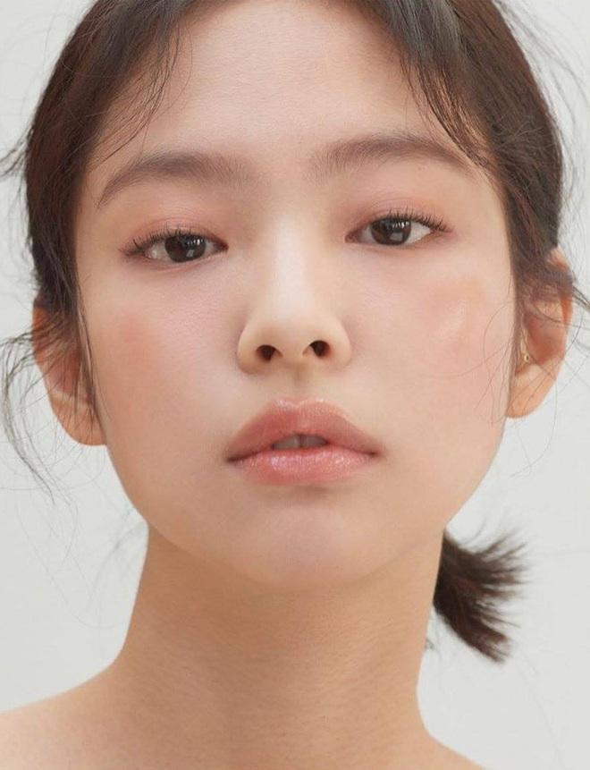 Jennie xinh đẹp mơn mởn với kiểu makeup quả đào khiến Rosé, Trà Long, Khánh Linh phải xuýt xoa - ảnh 2