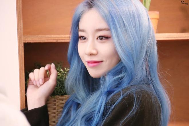 Tung bộ ảnh tóc xanh đẹp xuất thần, Jiyeon gây sốt MXH, khiến dân tình tiếc nuối: Biết thế nhuộm tóc xanh chơi Tết - ảnh 9