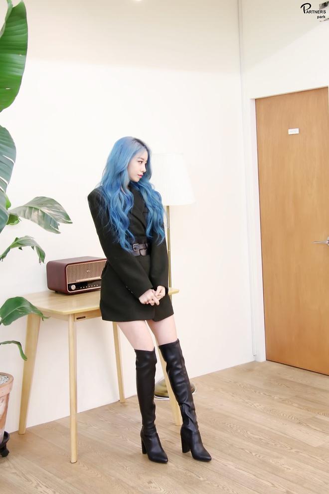 Tung bộ ảnh tóc xanh đẹp xuất thần, Jiyeon gây sốt MXH, khiến dân tình tiếc nuối: Biết thế nhuộm tóc xanh chơi Tết - ảnh 7