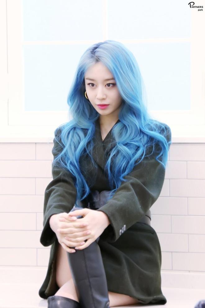 Tung bộ ảnh tóc xanh đẹp xuất thần, Jiyeon gây sốt MXH, khiến dân tình tiếc nuối: Biết thế nhuộm tóc xanh chơi Tết - ảnh 3