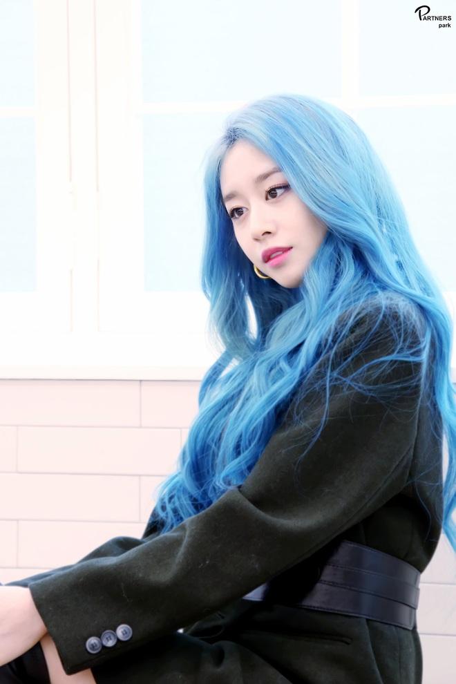 Tung bộ ảnh tóc xanh đẹp xuất thần, Jiyeon gây sốt MXH, khiến dân tình tiếc nuối: Biết thế nhuộm tóc xanh chơi Tết - ảnh 4