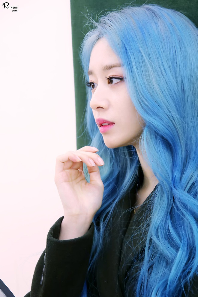 Tung bộ ảnh tóc xanh đẹp xuất thần, Jiyeon gây sốt MXH, khiến dân tình tiếc nuối: Biết thế nhuộm tóc xanh chơi Tết - ảnh 11
