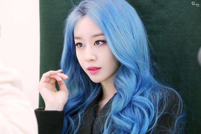 Tung bộ ảnh tóc xanh đẹp xuất thần, Jiyeon gây sốt MXH, khiến dân tình tiếc nuối: Biết thế nhuộm tóc xanh chơi Tết - ảnh 6