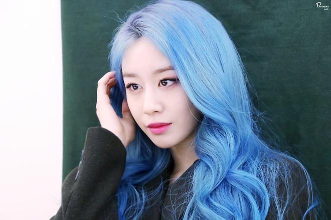 Tung bộ ảnh tóc xanh đẹp xuất thần, Jiyeon gây sốt MXH, khiến dân tình tiếc nuối: Biết thế nhuộm tóc xanh chơi Tết - ảnh 10