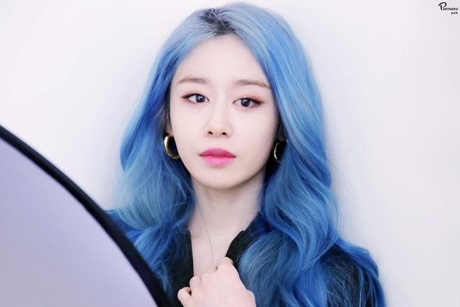 Tung bộ ảnh tóc xanh đẹp xuất thần, Jiyeon gây sốt MXH, khiến dân tình tiếc nuối: Biết thế nhuộm tóc xanh chơi Tết - ảnh 2