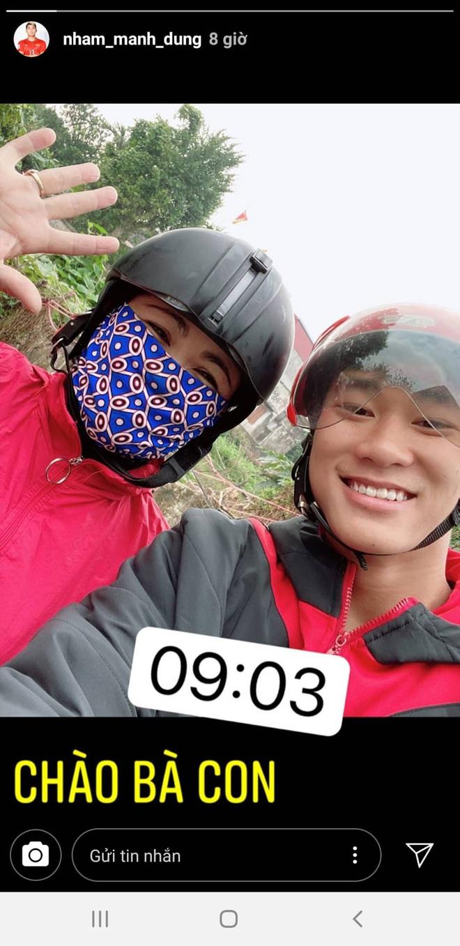 Phan Văn Đức về nhà vợ phụ gói bánh chưng, Hà Đức Chinh giữ dáng đón Tết 2020 - ảnh 7
