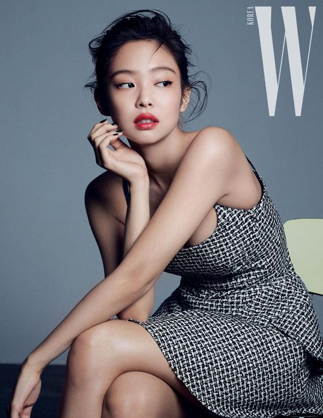 Chanel sống Jennie (BLACKPINK) khiến dân tình ngất ngây với bộ ảnh tạp chí sang hết cỡ, khoe khéo vòng 1 nóng bỏng - ảnh 9