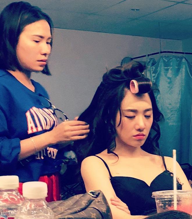 Tết này thà sống chung với lô cuốn như Lan Ngọc, Hari Won còn hơn kết thân với tóc bẹp dí - ảnh 3