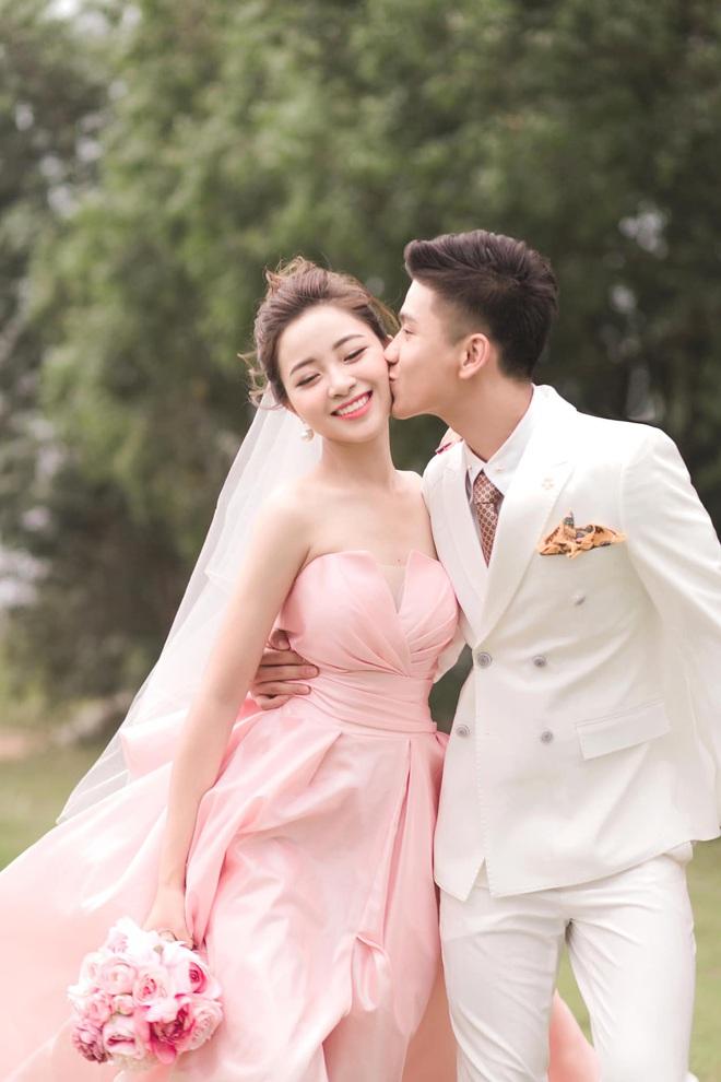 Bạn gái tin đồn của Quang Hải khoe nhận được thiệp cưới Văn Đức - Nhật Linh: Dàn khách mời khủng hé lộ từ đây? - ảnh 4