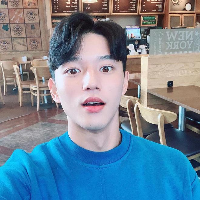 Cầu thủ đẹp trai nhất Hàn Quốc tiếp tục gây sốt tại giải U23 châu Á, được báo chí quê nhà khen ngợi: Chỉ 3 giây lên hình, cậu ấy đã khiến tất cả trầm trồ - ảnh 2