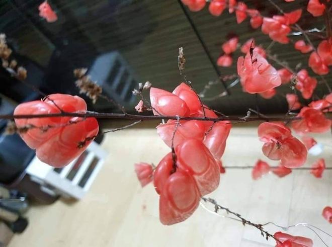 Đua trend làm hoa đào từ sáp nến, nhiều cô gái khiến dân tình phát hoảng với thành quả như dành cho... Halloween - Ảnh 6.