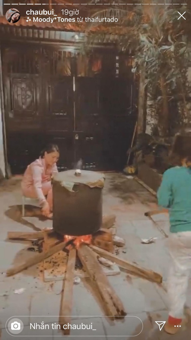 30 Tết của dàn hot girl Việt: Người khoe tài gói nem cực khéo, người chẳng phải làm gì tung tăng dạo phố cuối năm thấy mà thèm - ảnh 2