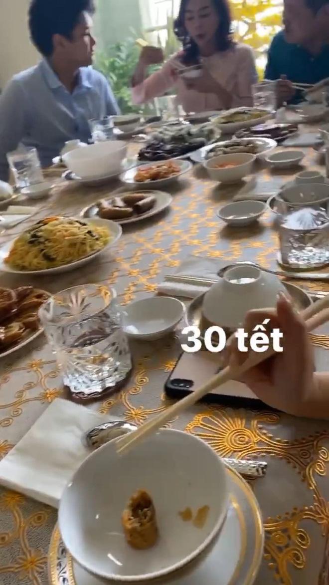 30 Tết của dàn hot girl Việt: Người khoe tài gói nem cực khéo, người chẳng phải làm gì tung tăng dạo phố cuối năm thấy mà thèm - ảnh 14