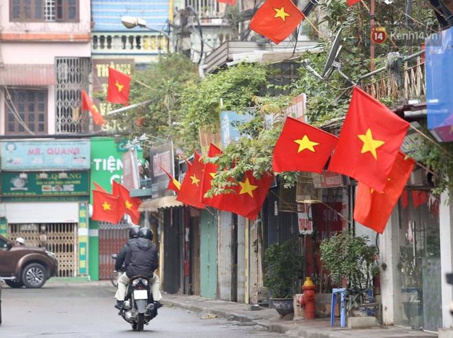 Ảnh: Nhà nhà tiễn năm cũ, đường phố Hà Nội vắng vẻ lạ thường ngày 30 Tết - ảnh 14