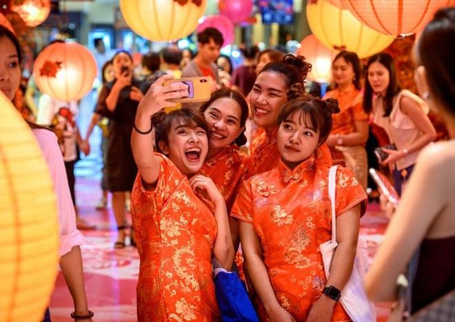 Hàng tỷ người châu Á đếm ngược đón giao thừa, những khung hình đầy 'chất Việt' xuất hiện độc đáo trên CNN - ảnh 3