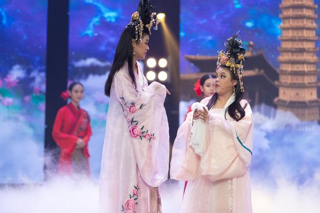 Táo Xuân 2020: Cẩm Ly cosplay Bà Tân, bé Sa - Á hậu Kiều Loan hóa rapper Tiên Vâu - ảnh 2