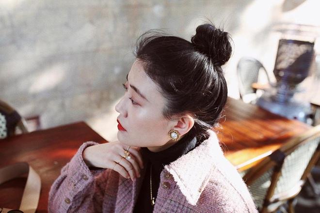 """Kim Tae Hee trong phim mới: 40 tuổi mà như """"lão hóa ngược"""" về những năm đôi mươi nhờ kết thân với kiểu tóc búi củ tỏi - ảnh 7"""