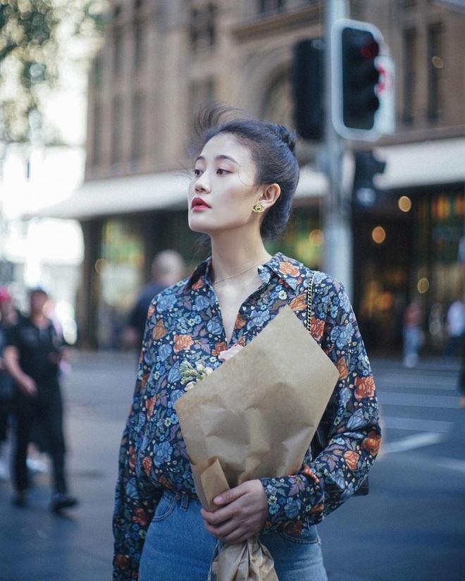 """Kim Tae Hee trong phim mới: 40 tuổi mà như """"lão hóa ngược"""" về những năm đôi mươi nhờ kết thân với kiểu tóc búi củ tỏi - ảnh 8"""