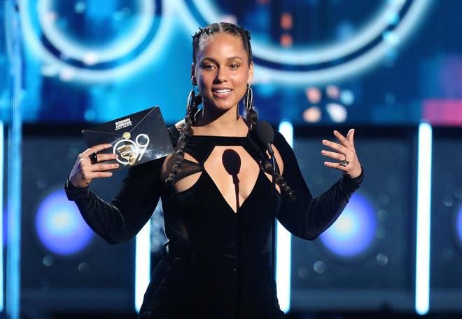 Grammy 2020 có gì ngoài phốt: Dàn line-up vẫn đỉnh, Ariana Grande, Biliie Eilish, Camila Cabello và BTS hứa hẹn sẽ khuấy đảo sân khấu!? - ảnh 2