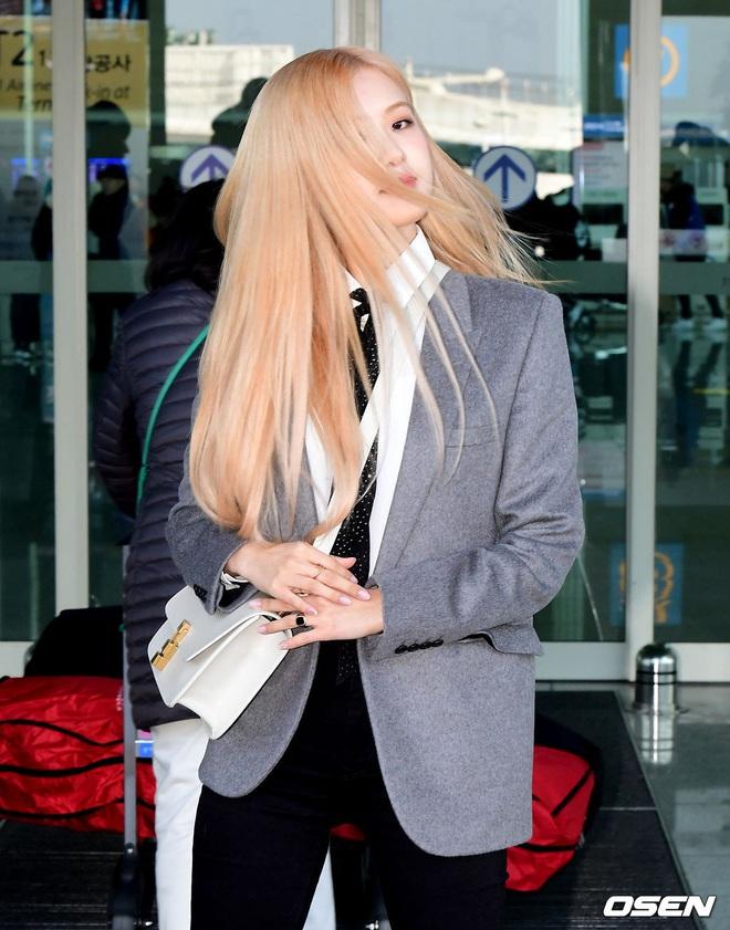 Rosé (BLACKPINK) gây sốt tại sân bay ngày đầu năm: Khí chất quyền lực tựa nữ CEO, không hở vẫn khoe trọn body mãn nhãn - ảnh 10