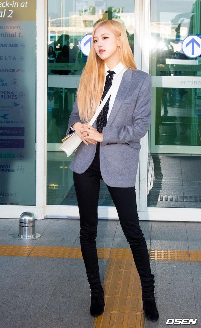 Rosé (BLACKPINK) gây sốt tại sân bay ngày đầu năm: Khí chất quyền lực tựa nữ CEO, không hở vẫn khoe trọn body mãn nhãn - ảnh 4