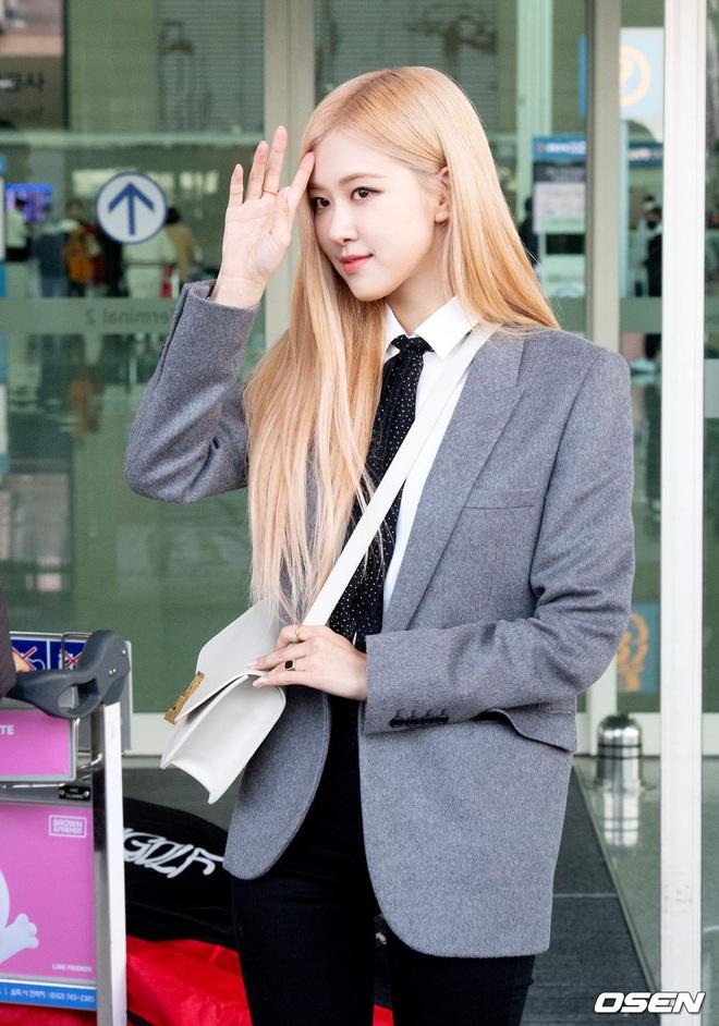 Rosé (BLACKPINK) gây sốt tại sân bay ngày đầu năm: Khí chất quyền lực tựa nữ CEO, không hở vẫn khoe trọn body mãn nhãn - ảnh 11