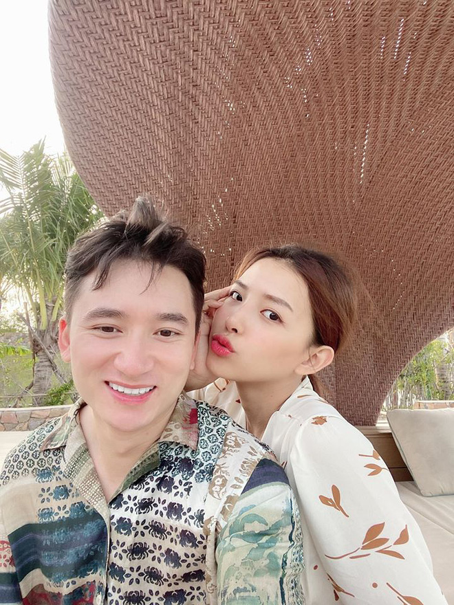 Giản dị về quê ăn Tết nhưng Phan Mạnh Quỳnh lại mạnh tay lì xì 123.456.789 đồng cho bạn gái: Bạn trai nhà người ta là đây! - ảnh 4