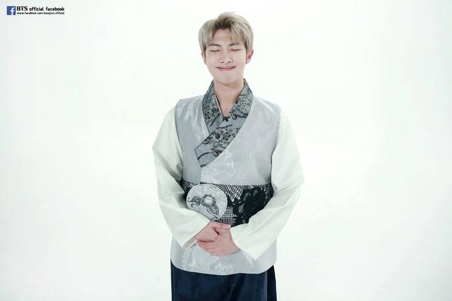 BTS lột xác khi diện hanbok trên show thực tế nhân dịp đầu năm mới - ảnh 6
