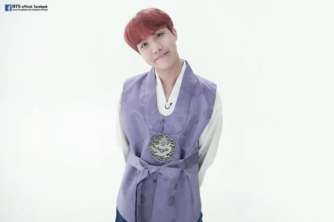 BTS lột xác khi diện hanbok trên show thực tế nhân dịp đầu năm mới - ảnh 8