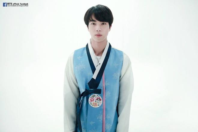 BTS lột xác khi diện hanbok trên show thực tế nhân dịp đầu năm mới - ảnh 10