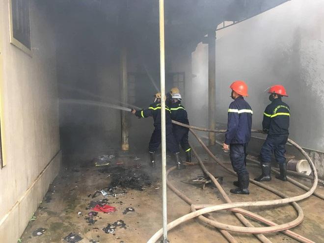 Người đàn ông tự đốt nhà mình trong ngày mùng 3 Tết, nghi bị ngáo đá - ảnh 1