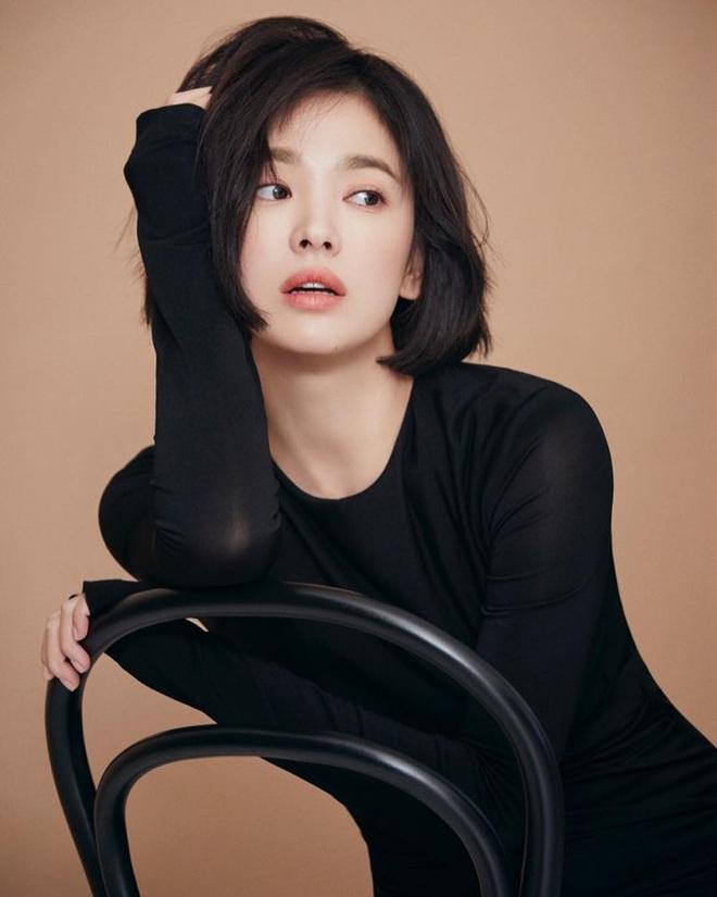 Tuyệt chiêu tô son để có được bờ môi gợi cảm mời gọi như Song Hye Kyo - ảnh 1