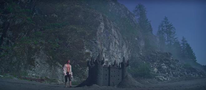 Xuất hiện trai đẹp gu mặn trong Chilling Adventures Of Sabrina mùa 3: Đẹp trai, sáu múi nhưng chỉ thích lâu đài cát? - ảnh 13