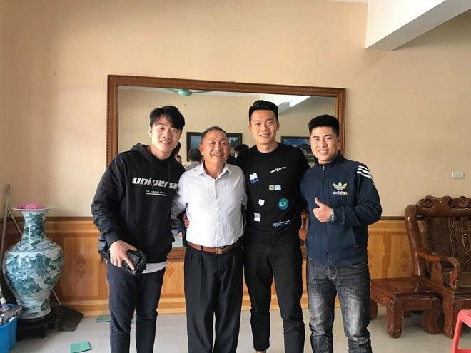 """MC Thu Hoài là """"fan girl"""" số hưởng nhất Việt Nam: Đã thân thiết với hội cầu thủ, lại còn cùng quê cả Thành Chung lẫn Xuân Trường - ảnh 4"""