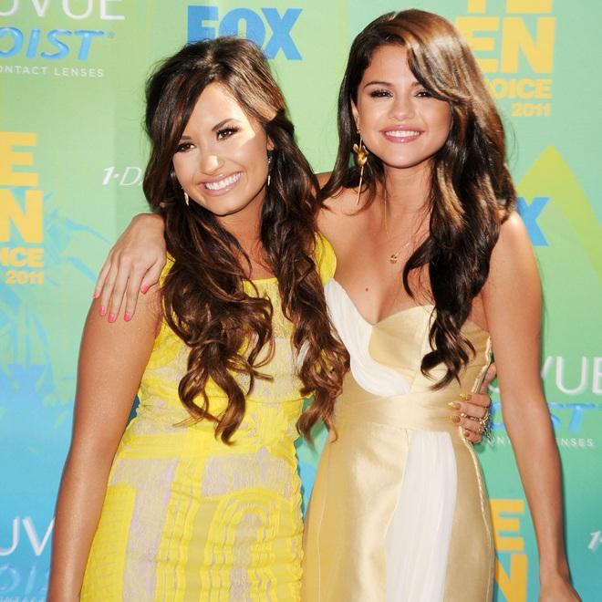 Cạch mặt nhiều năm, Selena Gomez bất ngờ gây bão khi gửi lời nhắn nhủ đến Demi Lovato: Tớ rất mừng cho cậu. - ảnh 4