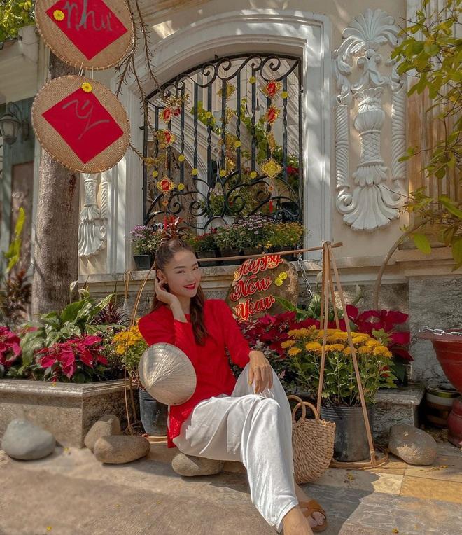 minhhang2206813075801229748856203488584465418599090489n 158017843406732329432 - Kiểu makeup chơi Tết của loạt sao Việt: Người sắc nét hơn mọi ngày, người nhẹ nhàng mà vẫn tươi
