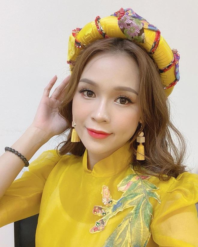 samngofficial818970031160842130791023122058605745584370n 15801784340711320349250 - Kiểu makeup chơi Tết của loạt sao Việt: Người sắc nét hơn mọi ngày, người nhẹ nhàng mà vẫn tươi
