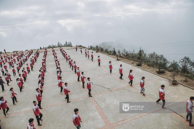 Chuyện buồn phia sau ngôi trường trên mây đẹp nhất Việt Nam: Đi bộ hàng cây số đến trường, con cái học quá giỏi lại trở thành gánh nặng cho cha mẹ - ảnh 14
