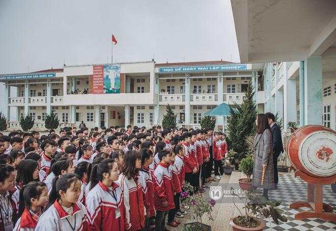 Chuyện buồn phia sau ngôi trường trên mây đẹp nhất Việt Nam: Đi bộ hàng cây số đến trường, con cái học quá giỏi lại trở thành gánh nặng cho cha mẹ - ảnh 15