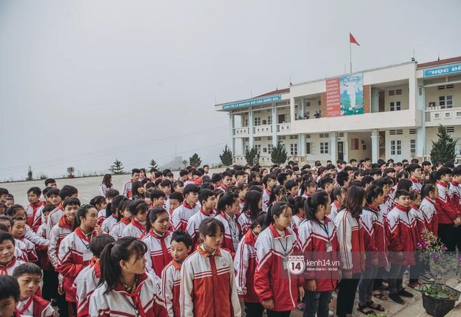 Chuyện buồn phia sau ngôi trường trên mây đẹp nhất Việt Nam: Đi bộ hàng cây số đến trường, con cái học quá giỏi lại trở thành gánh nặng cho cha mẹ - ảnh 13