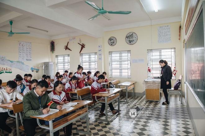 Chuyện buồn phia sau ngôi trường trên mây đẹp nhất Việt Nam: Đi bộ hàng cây số đến trường, con cái học quá giỏi lại trở thành gánh nặng cho cha mẹ - ảnh 12