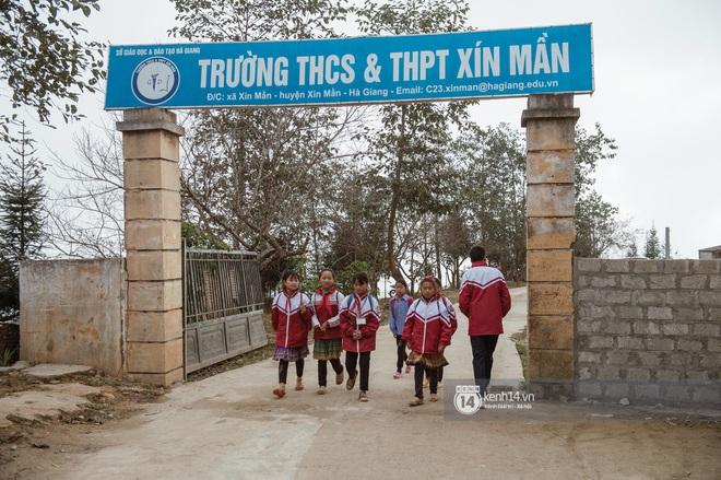 Chuyện buồn phia sau ngôi trường trên mây đẹp nhất Việt Nam: Đi bộ hàng cây số đến trường, con cái học quá giỏi lại trở thành gánh nặng cho cha mẹ - ảnh 4